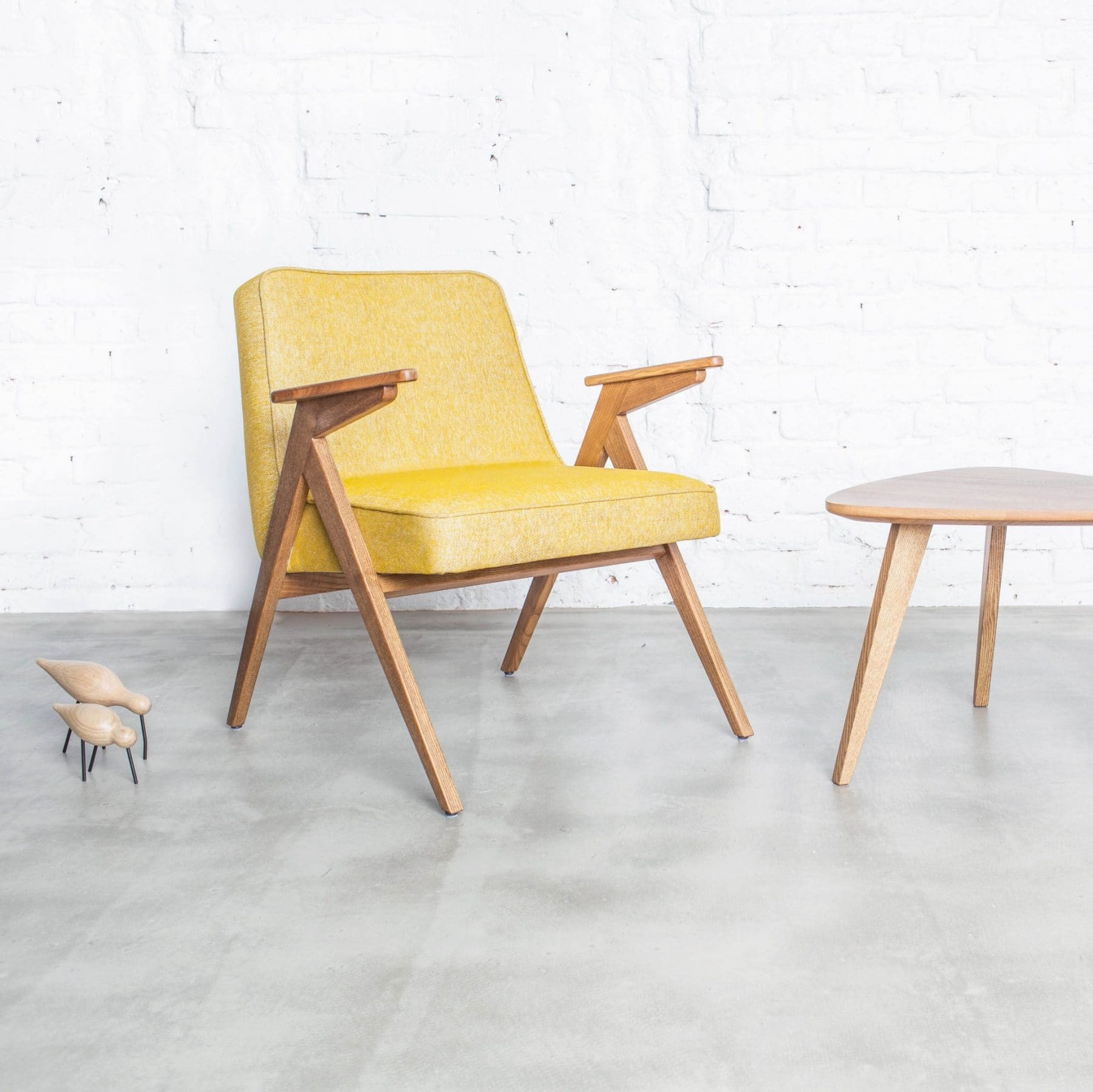 366 Concept Bunny easy chair Loft 05 Mustard Oak mood e1521045104878