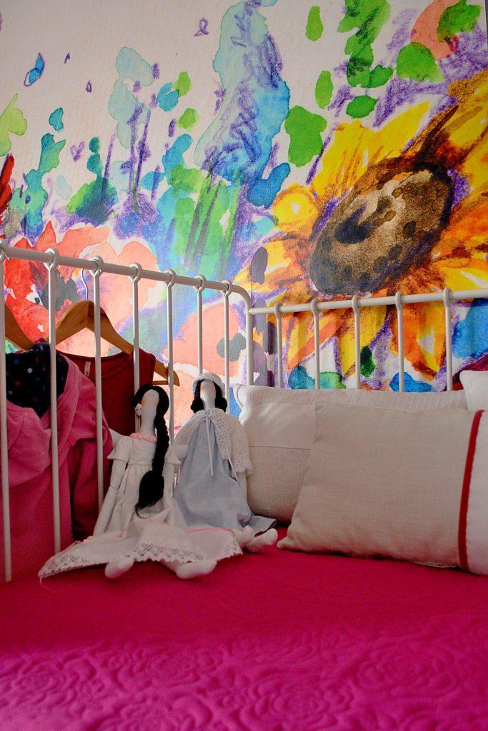 lalki na łóżku